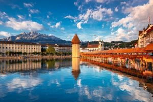 Scenic,City,Center,Of,Lucerne,With,Famous,Chapel,Bridge,And